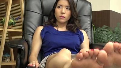 足ツボマッサージで性欲のツボを刺激してパンツが濡れるほど興奮しちゃった女性客をハメて膣内射精する! 6