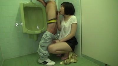 女子トイレをわざと封鎖!間に合わずお漏らししちゃった女の子を辱めたらオ○ンコはなぜかマン汁でべちょべちょに!! 4