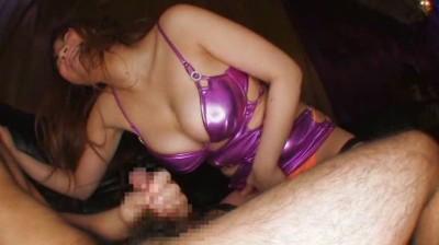 巨乳を見せつけて男にオナニーさせるドスケベ痴女 7