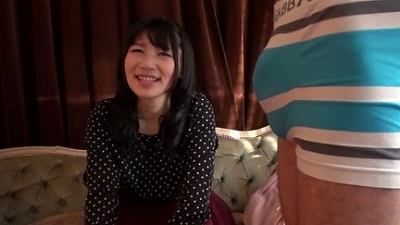 ガチナンパin新宿!センズリ見せつけられてその気になっちゃうドスケベな素人娘たち vol.4 4