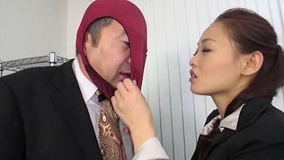 女性パンティメーカーに男性社員は僕一人!? 1