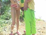 水着ギャルがビーチで手コキ