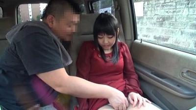 車の中でセンズリ見てもらったら、外から誰かに見つかりそうなスリルに興奮しちゃった素人娘たち 4 3