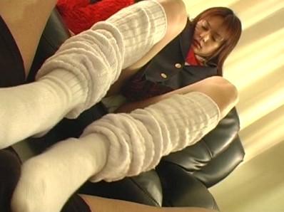 脚でだったらシテやんよ 脚フェチ●交おやじが素人女子達に¥で頼んだ不埒な脚フェチ行為の記録集 3