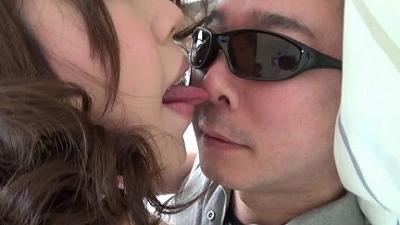 【リクエスト版】区民会館で働く奥さんの母乳と唾で顔がテカテカになりました 4