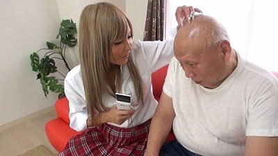 女子校生ハゲマンズリ クリちゃんをツルピカ頭に擦り付けてヨガるJK5人 3