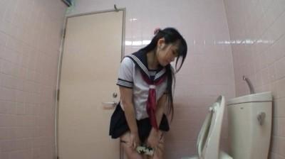 c12 【おしっこ】学校の女子トイレでマンコを下から覗いてます。