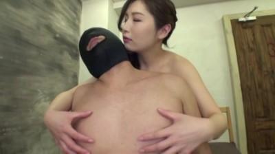 佐々木あきのM男いじめ チ○ポが疼く卑猥な淫語で責めたてるドスケベ痴女...thumbnai3