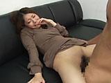 欲求不満の人妻に勃起チンポを見せるとどうなる!? 4...thumbnai9