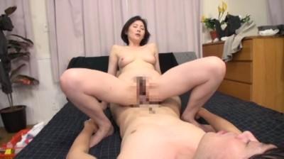 家事代行サービスでやってきたオバサンの性処理素股オプション...thumbnai3