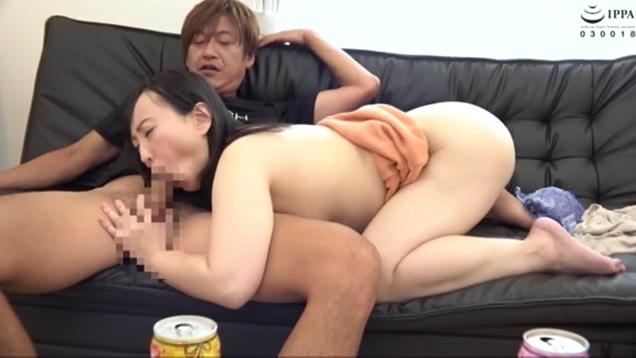 美熟女連れ込みナンパ 男ひでりの欲求不満奥様となし崩しセックスに成功!...thumbnai2