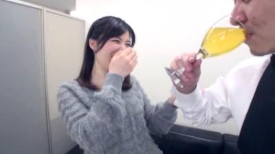 素人娘のみなさん!!アナタのオシッコ飲ませてください!! 240分38人...thumbnai6