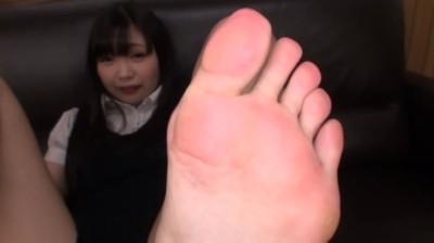 はじめて足を舐められて恥ずかしがる素人娘たち...thumbnai9