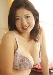 母乳出まくり 四十路母 強制中出し 志保(40)