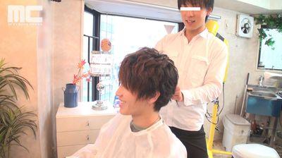 ご近所で噂の清楚系イケメン美容師はSっ気のある小悪魔ノンケでした。...thumbnai1