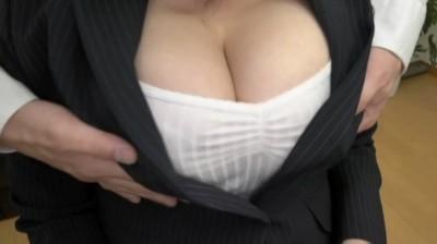 着衣で楽しむ超乳おっぱい 由來ちとせ...thumbnai1
