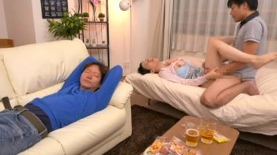 夫の隣で義兄に寝取られた私… 二宮和香...thumbnai14