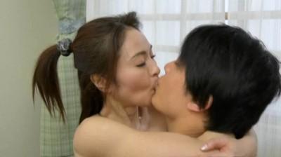息子を誘惑する五十路母 麻生千春...thumbnai15