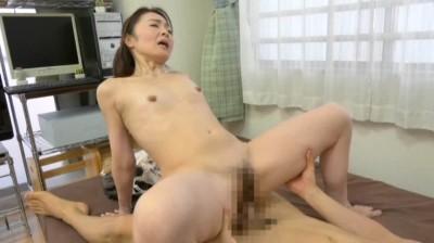 息子を誘惑する五十路母 麻生千春...thumbnai9