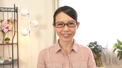 近所のコンビニで働く地味でマジメなくびれボディの美尻主婦 北山さん29歳...thumbnai1