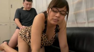 和菓子屋でパートをするデカ乳メガネの三十路主婦 笹宮さん30歳...thumbnai3