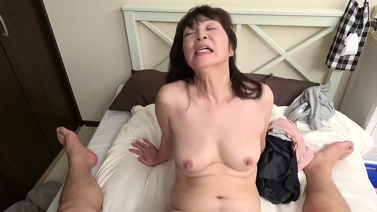 昭和の純情妻は犯される 六十路の母に中出しする絶倫中年息子 6人4時間...thumbnai3