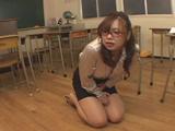 女教師のお漏らし...thumbnai11