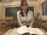 女教師のお漏らし...thumbnai7