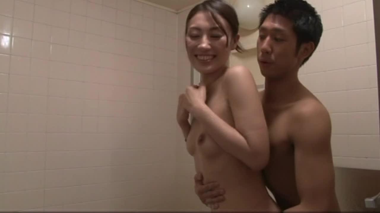 浴室ではじまるエッチに貪欲なおばさんの性生活20人240分...thumbnai8