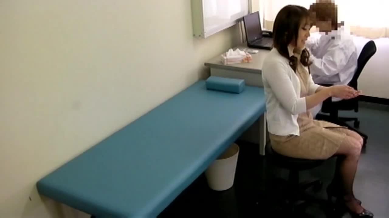 悪徳医師がカメラを仕掛けて撮った映像をAVへ黙って投稿...thumbnai14
