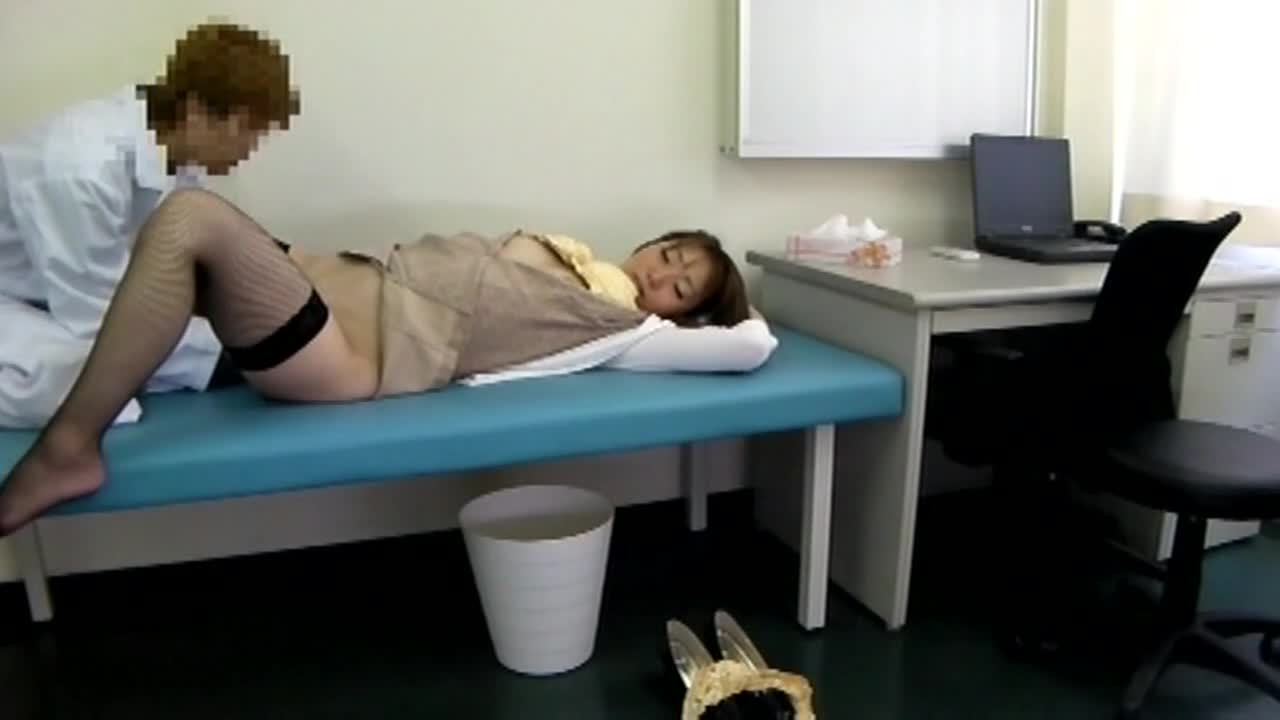 悪徳医師がカメラを仕掛けて撮った映像をAVへ黙って投稿...thumbnai15