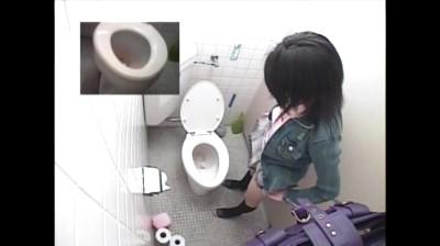 c4 【おしっこ】女子トイレでカワイイおしっこ姿が丸見えです。