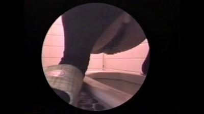 c7 【おしっこ】女子トイレでカワイイおしっこ姿が丸見えです。