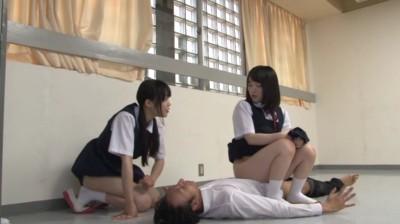 顔騎放尿学園 まじめ少女達が小便でお仕置きよ...thumbnai11