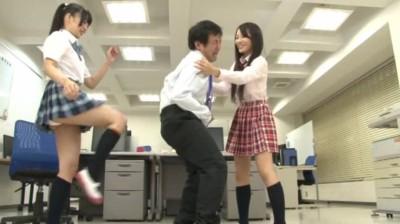 キン○マに興味を持ちはじめた女子校生の金蹴り練習...thumbnai6