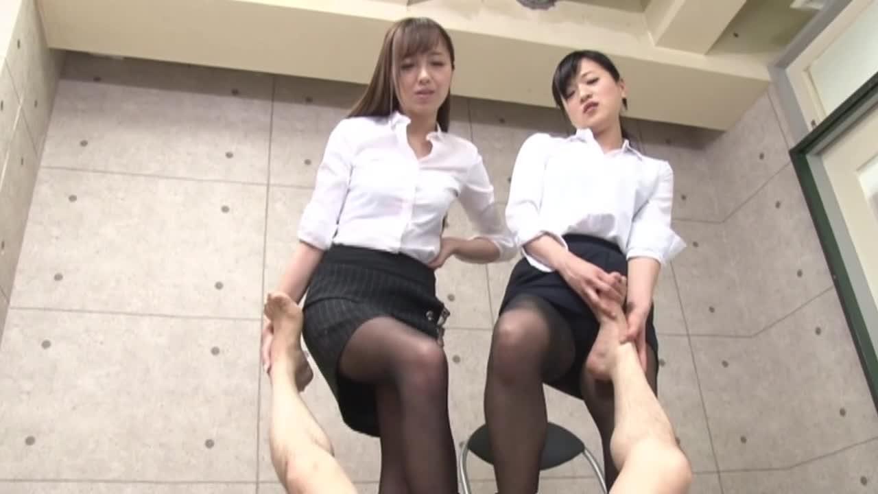 高身長女教師の長い脚でシゴかれて...thumbnai12