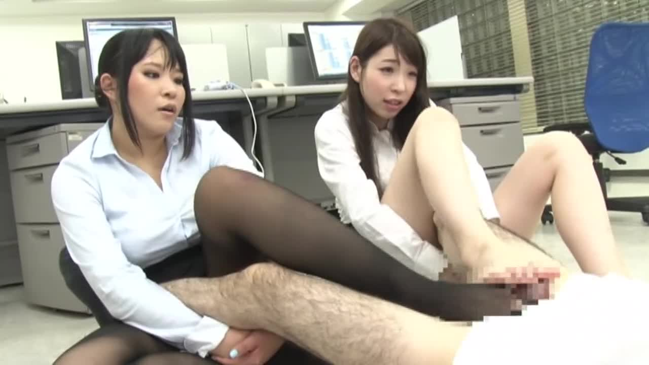 高身長女教師の長い脚でシゴかれて...thumbnai16