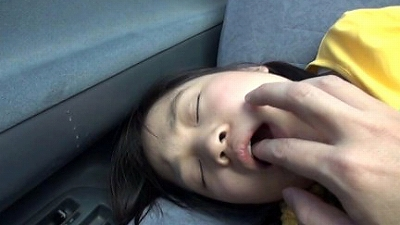 悪戯茶巾少女 りさちゃん スカートめくりでオマンマンいじめ...thumbnai3