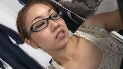 カナダ在住、才色兼備妻32歳(職業:通訳)が日本出張の際にホテルの予約代わりに電話する先は… 草刈みずき...thumbnai11